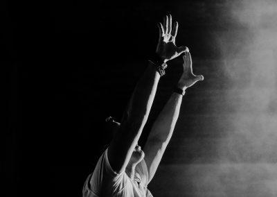 Handen in de lucht