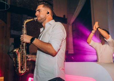Saxofonist inhuren bruiloft